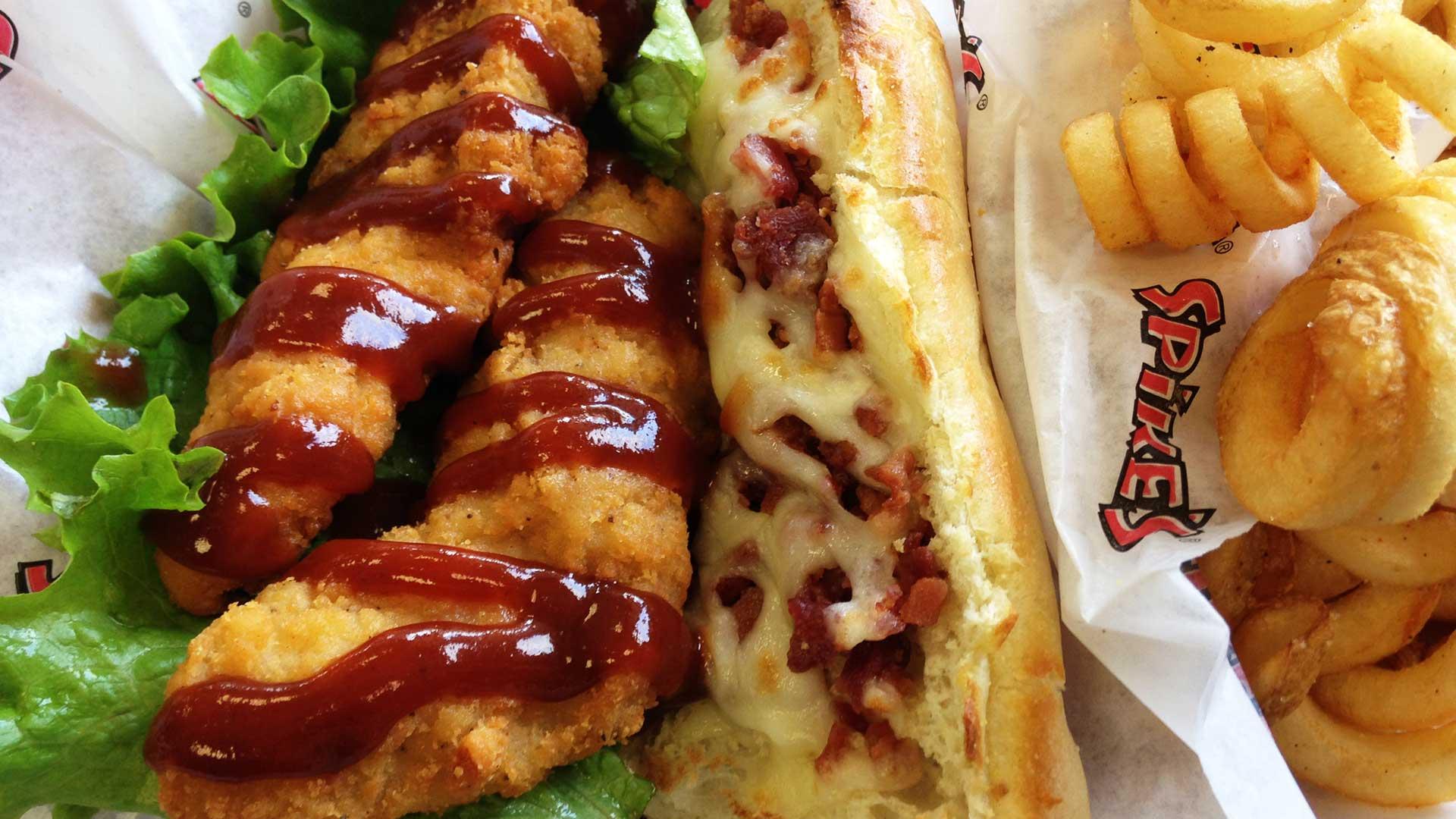 Best Hot Dog Restaurant Providence Ri Spike S Junkyard Dogs